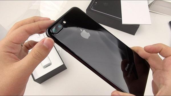 Đánh giá iPhone 7 Plus Jet Black: Liệu người dùng có tin cậy?